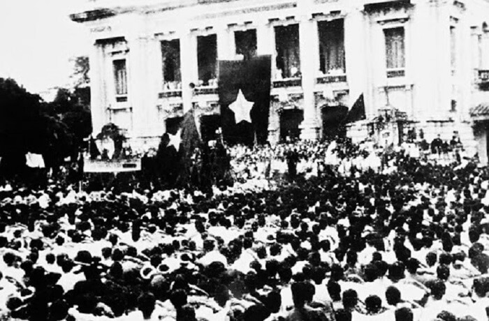 Cuộc biểu tình, mít tình tại Nhà hát lớn Hà Nội ngày 19/8/1945