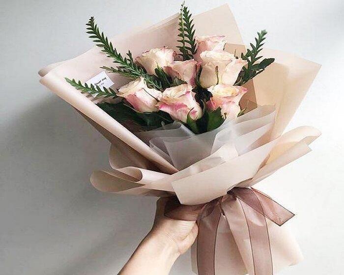 Những bó hoa hay món quà đều sẽ không quan trọng bằng tình cảm mà bạn dành cho người phụ nữ mình yêu thương